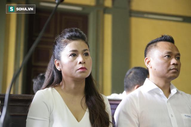 Ông Đặng Lê Nguyên Vũ đến tòa từ sớm, bà Lê Hoàng Diệp Thảo xuất hiện vào phút chót - Ảnh 3.