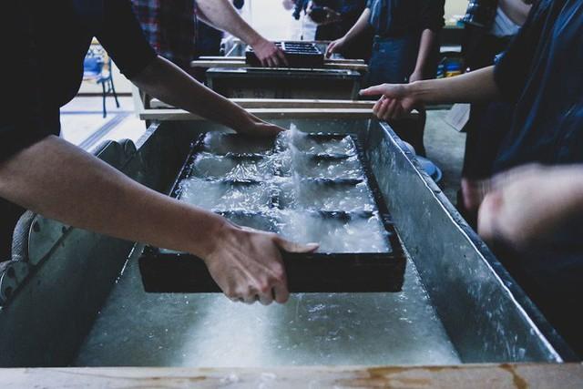Một ngày tại làng nghề truyền thống Kyoto, nơi các nghệ nhân làm giấy, dệt lụa theo phương pháp thủ công qua hàng thế kỷ - Ảnh 7.