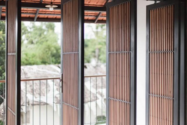 Ngôi nhà mái ngói đất nung, phong cách cổ xưa độc đáo ở TP HCM - Ảnh 6.
