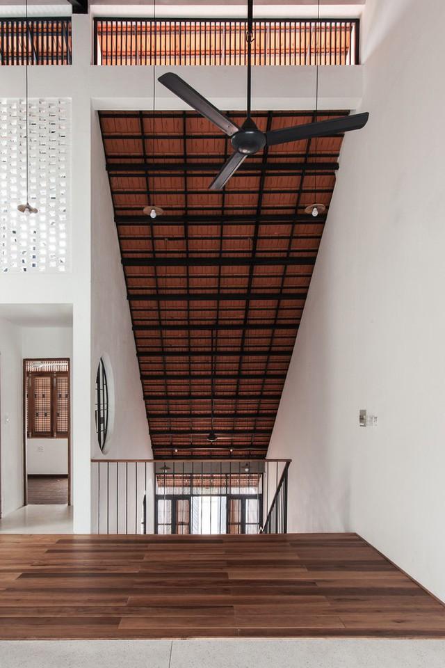 Ngôi nhà mái ngói đất nung, phong cách cổ xưa độc đáo ở TP HCM - Ảnh 7.