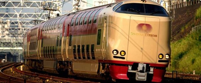Tàu hỏa xuyên đêm ở Nhật Bản: Bên ngoài cũ kĩ đơn sơ, bên trong nội thất tiện nghi bất ngờ - Ảnh 2.