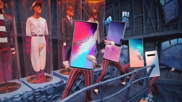 """Samsung cũng học tập Apple, cố gắng che đi """"nốt ruồi"""" trên màn hình Galaxy S10 bằng hình nền - Ảnh 1."""