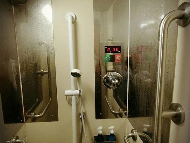 Tàu hỏa xuyên đêm ở Nhật Bản: Bên ngoài cũ kĩ đơn sơ, bên trong nội thất tiện nghi bất ngờ - Ảnh 12.