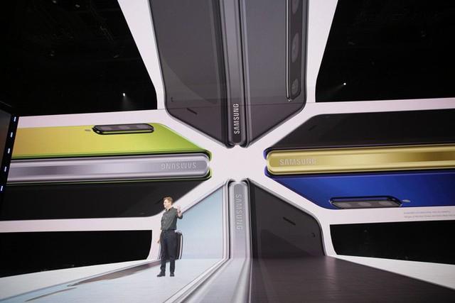 Ngân hàng uy tín Goldman Sachs không nghĩ Apple có thể cạnh tranh với Galaxy Fold của Samsung - Ảnh 3.