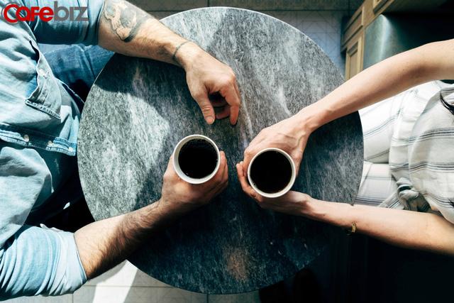 Nghiên cứu khoa học: Tránh xa điện thoại giúp hôn nhân hạnh phúc và bền vững - Ảnh 1.
