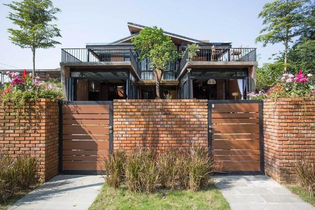 Tiền nhiều để làm gì: Muốn sống chung cả đời, hai gia đình xây biệt thự song lập ở Đà Nẵng - Ảnh 1.
