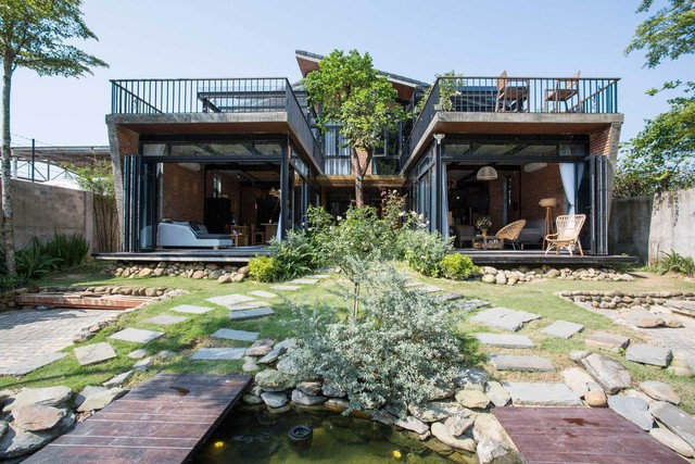Tiền nhiều để làm gì: Muốn sống chung cả đời, hai gia đình xây biệt thự song lập ở Đà Nẵng - Ảnh 2.