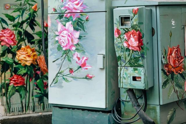 Chuyện buồn về những tủ điện sắc màu ở Hà Nội bị bôi bẩn: Chúng tôi mất 4 ngày tô vẽ, những người khác chỉ mất 3 giây để làm nó lem luốc - Ảnh 4.