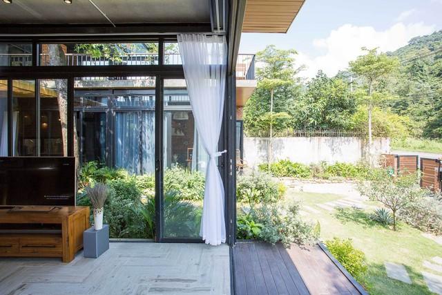 Tiền nhiều để làm gì: Muốn sống chung cả đời, hai gia đình xây biệt thự song lập ở Đà Nẵng - Ảnh 9.