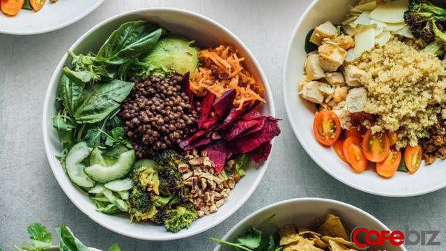 Chẳng có chỗ nào để ăn, 3 chàng sinh viên lập startup bán salad, trở thành chuỗi nhà hàng fast-food lành mạnh trị giá 1 tỷ đô - Ảnh 1.