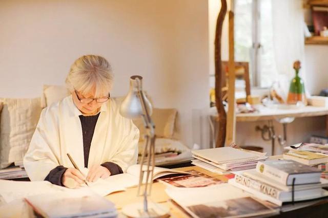 Cụ bà 76 tuổi yêu thích đọc sách, nấu ăn, sống gần thiên nhiên trong ngôi nhà thôn quê rộng 400m² ở Nhật Bản - Ảnh 2.