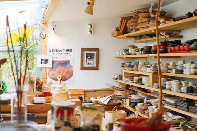 Cụ bà 76 tuổi yêu thích đọc sách, nấu ăn, sống gần thiên nhiên trong ngôi nhà thôn quê rộng 400m² ở Nhật Bản - Ảnh 12.