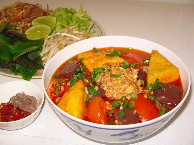 CNN lên list đặc sản nhất định phải thử tại Hà Nội, nhân hội nghị thượng đỉnh Mỹ - Triều 2019: Cafe trứng Giảng, bánh tôm Hồ Tây, chả cá Lã Vọng… - Ảnh 5.