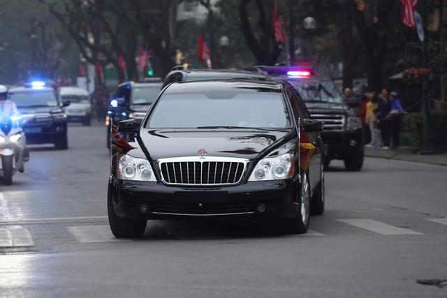 [ẢNH] Chủ tịch Kim Jong Un thăm Đại sứ quán Triều Tiên trong ngày đầu tiên đến Hà Nội - Ảnh 2.