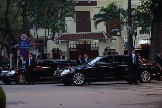 [ẢNH] Chủ tịch Kim Jong Un thăm Đại sứ quán Triều Tiên trong ngày đầu tiên đến Hà Nội - Ảnh 11.