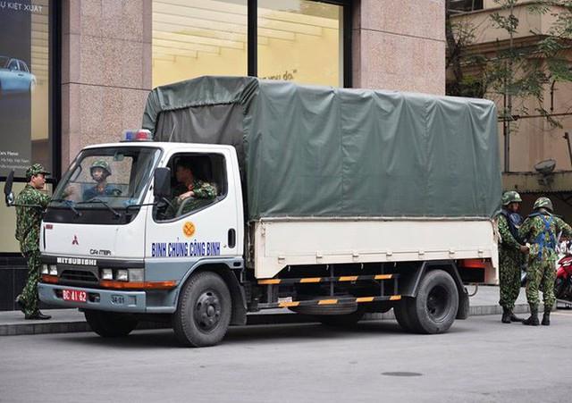 Xe bọc thép trấn giữ trên đường về khách sạn của Chủ tịch Kim Jong-un - Ảnh 7.