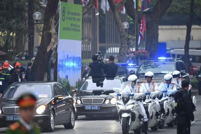 [ẢNH] Chủ tịch Kim Jong Un thăm Đại sứ quán Triều Tiên trong ngày đầu tiên đến Hà Nội - Ảnh 7.