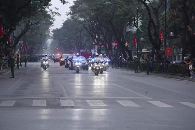 [ẢNH] Chủ tịch Kim Jong Un thăm Đại sứ quán Triều Tiên trong ngày đầu tiên đến Hà Nội - Ảnh 8.