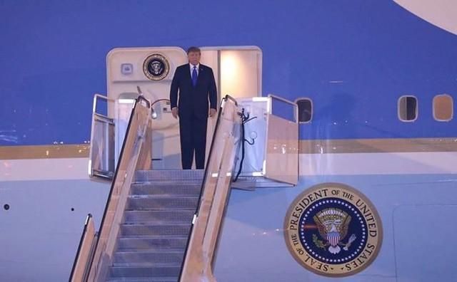 Đoàn xe Tổng thống Mỹ Trump về khách sạn JW Marriott - Ảnh 10.