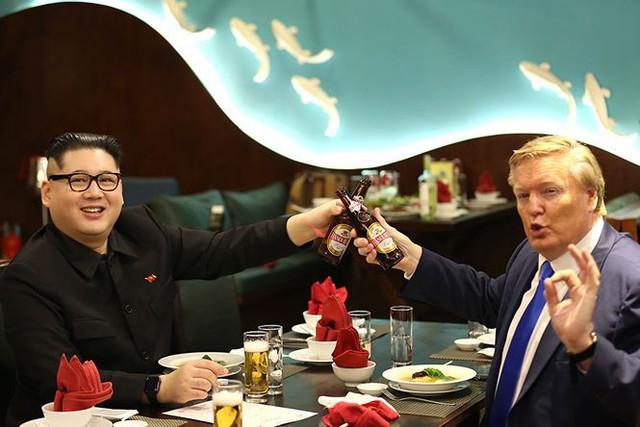 Các ông lớn F&B tung chiêu Marketing nhân hội nghị Trump - Kim: Bia Sài Gòn tinh tế, Coca-Cola nhân văn, còn Bia Hà Nội vẫn bổn cũ soạn lại - Ảnh 1.