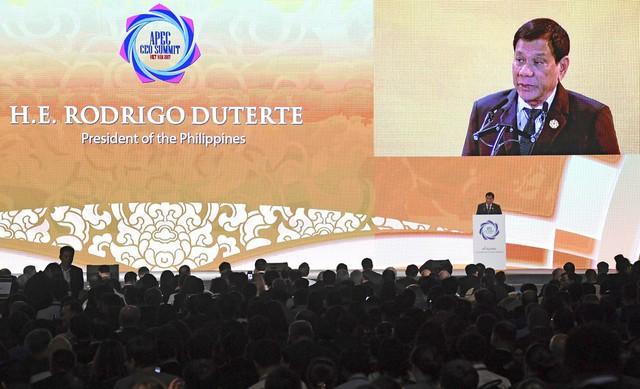 3 câu chuyện về Tổng thống Donald Trump và chiếc phông nền màu tím ở hội nghị thượng đỉnh Đà Nẵng - Ảnh 3.