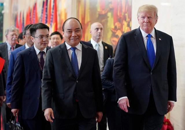 TT Trump rời Văn phòng Chính phủ sau bữa trưa làm việc cùng Thủ tướng Nguyễn Xuân Phúc, chuẩn bị trở về khách sạn - Ảnh 4.