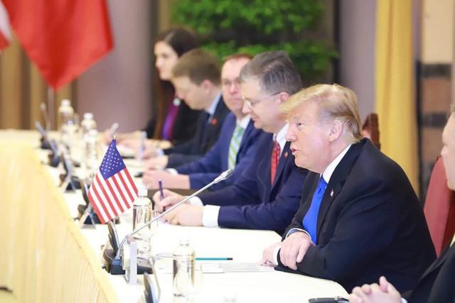 TT Trump rời Văn phòng Chính phủ sau bữa trưa làm việc cùng Thủ tướng Nguyễn Xuân Phúc, chuẩn bị trở về khách sạn - Ảnh 14.