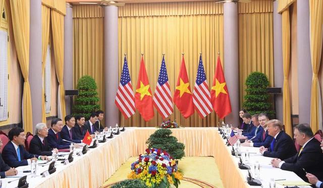 TT Trump rời Văn phòng Chính phủ sau bữa trưa làm việc cùng Thủ tướng Nguyễn Xuân Phúc, chuẩn bị trở về khách sạn - Ảnh 16.