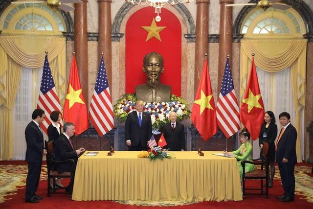 TT Trump rời Văn phòng Chính phủ sau bữa trưa làm việc cùng Thủ tướng Nguyễn Xuân Phúc, chuẩn bị trở về khách sạn - Ảnh 20.