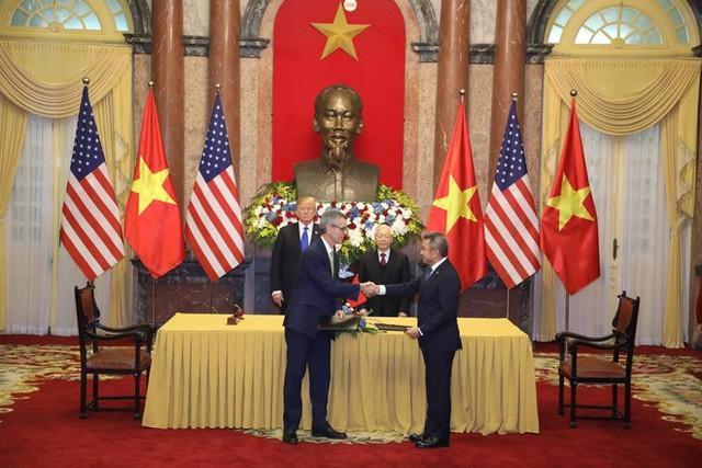TT Trump rời Văn phòng Chính phủ sau bữa trưa làm việc cùng Thủ tướng Nguyễn Xuân Phúc, chuẩn bị trở về khách sạn - Ảnh 22.
