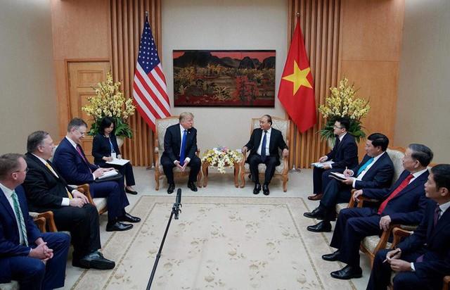 TT Trump rời Văn phòng Chính phủ sau bữa trưa làm việc cùng Thủ tướng Nguyễn Xuân Phúc, chuẩn bị trở về khách sạn - Ảnh 6.