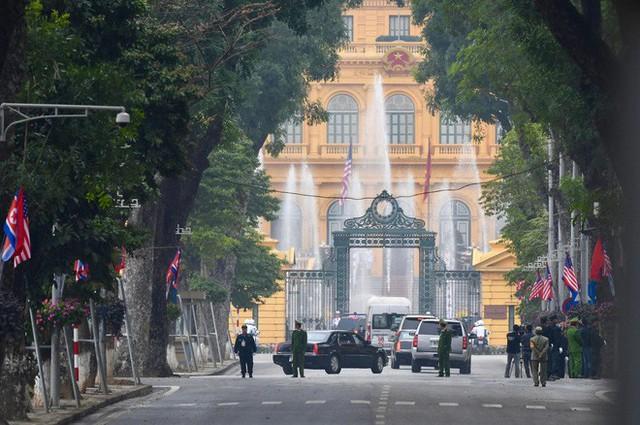 TT Trump rời Văn phòng Chính phủ sau bữa trưa làm việc cùng Thủ tướng Nguyễn Xuân Phúc, chuẩn bị trở về khách sạn - Ảnh 24.
