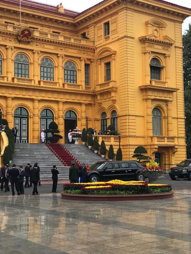 TT Trump rời Văn phòng Chính phủ sau bữa trưa làm việc cùng Thủ tướng Nguyễn Xuân Phúc, chuẩn bị trở về khách sạn - Ảnh 25.