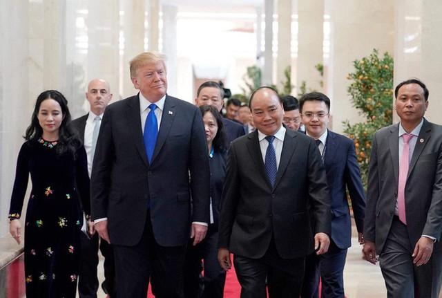 TT Trump rời Văn phòng Chính phủ sau bữa trưa làm việc cùng Thủ tướng Nguyễn Xuân Phúc, chuẩn bị trở về khách sạn - Ảnh 7.