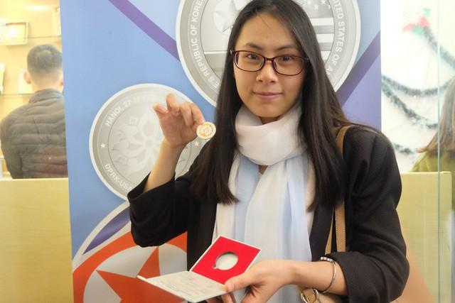 Nghỉ làm, xếp hàng 5 tiếng để mua xu bạc kỉ niệm Hội nghị thượng đỉnh Mỹ - Triều Tiên 2019 - Ảnh 5.