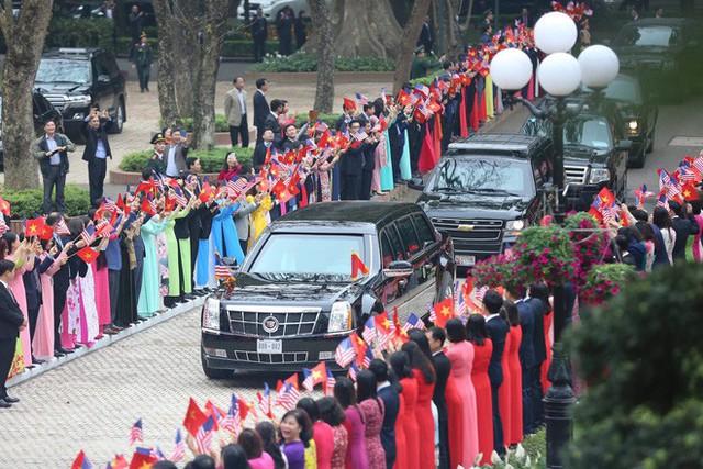 TT Trump rời Văn phòng Chính phủ sau bữa trưa làm việc cùng Thủ tướng Nguyễn Xuân Phúc, chuẩn bị trở về khách sạn - Ảnh 9.