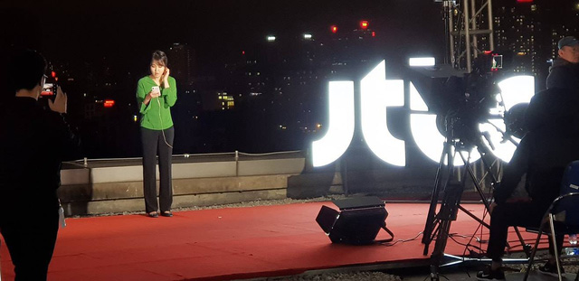 Không chỉ có MBC News, nhiều hãng thông tấn quốc tế cũng chọn được những địa điểm chất không kém ở Hà Nội để dẫn bản tin thời sự - Ảnh 9.