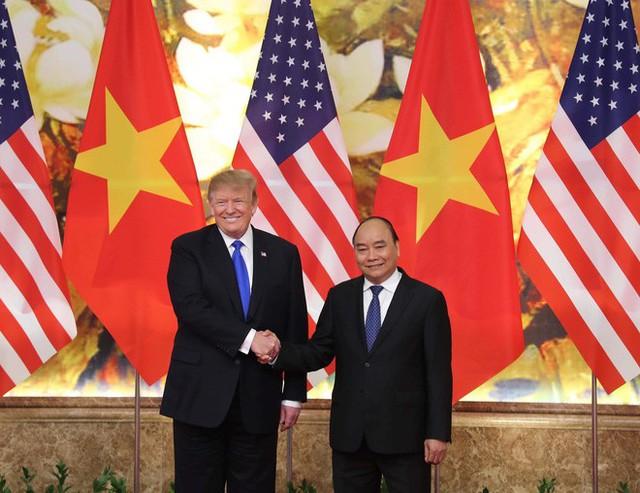 TT Trump rời Văn phòng Chính phủ sau bữa trưa làm việc cùng Thủ tướng Nguyễn Xuân Phúc, chuẩn bị trở về khách sạn - Ảnh 12.