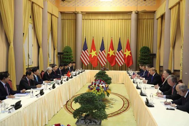 TT Trump rời Văn phòng Chính phủ sau bữa trưa làm việc cùng Thủ tướng Nguyễn Xuân Phúc, chuẩn bị trở về khách sạn - Ảnh 13.