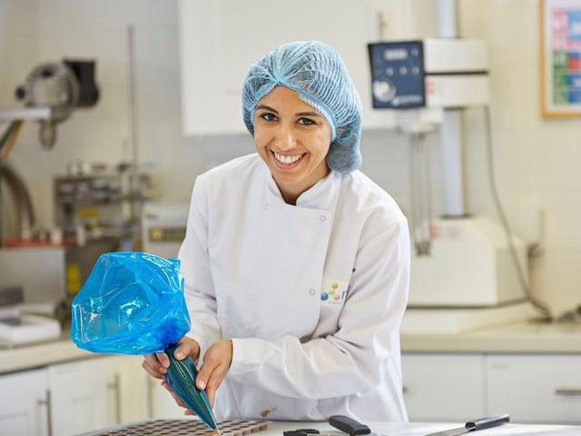 Quên phòng gym đi, Oreo đang tuyển thợ nếm bánh và chocolate với mức lương 330.000 đồng/giờ - Ảnh 1.
