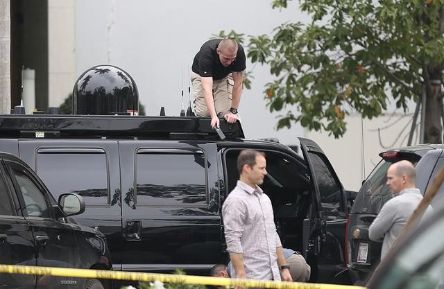 Quả cầu đen bí ẩn trên nóc xe hộ tống Tổng thống Trump - Ảnh 4.