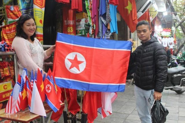 Thức đêm in áo hình nguyên thủ Mỹ - Triều Tiên, doanh thu tăng 6 lần - Ảnh 8.