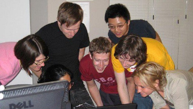 Hôm nay Facebook tròn 15 tuổi, cộng nhìn lại hành trình khó tin của Mark Zuckerberg: Từ cậu sinh viên bỏ học đến tỷ phú sở hữu MXH 'đông dân' nhất hành tinh - Ảnh 3.