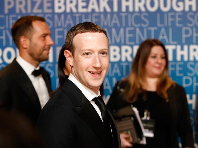 Hôm nay Facebook tròn 15 tuổi, cộng nhìn lại hành trình khó tin của Mark Zuckerberg: Từ cậu sinh viên bỏ học đến tỷ phú sở hữu MXH 'đông dân' nhất hành tinh - Ảnh 8.
