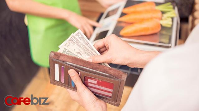 [Bài mùng 4] Thanh toán bằng tiền mặt tuy lỗi thời nhưng lại chính là thứ giúp chúng ta tiết kiệm tiền và giảm cân hiệu quả hơn - Ảnh 1.