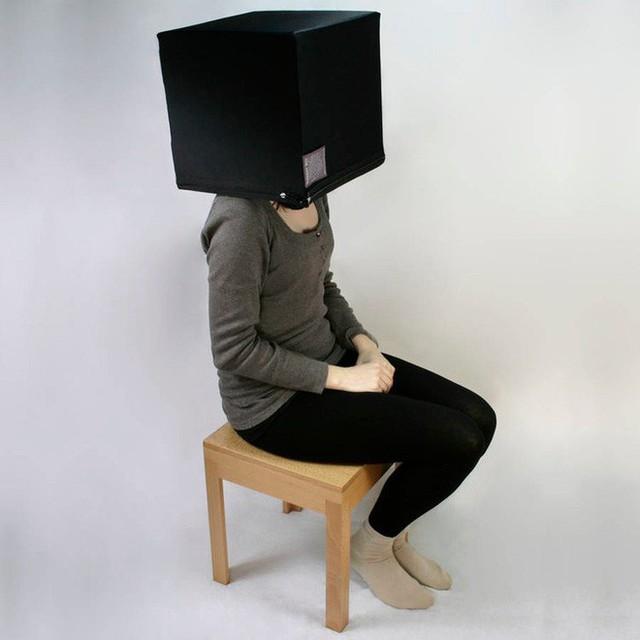 Công ty Anh phân phối cái hộp để KH chui đầu vào đây suy nghĩ, tránh thị phi ngày Tết có giá 15 triệu đồng - Ảnh 1.