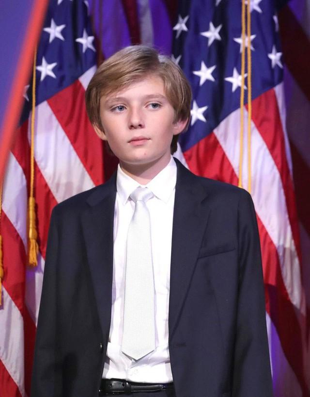Quý tử út Tổng thống Trump: Cậu ấm hot nhất hành tinh với combo điển trai, lạnh lùng, nhà mặt phố, bố làm to - Ảnh 8.