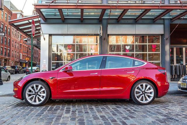 Cuối cùng thì Tesla cũng bắt đầu bán ra chiếc Model 3 có giá rẻ nhất mà tất cả đều mong đợi - Ảnh 1.