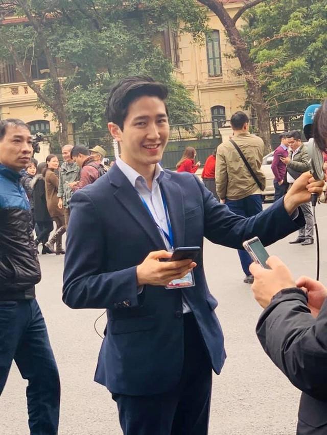 Dàn phóng viên Hàn Quốc và Nhật Bản bỗng dưng nổi tiếng trên mạng xã hội khi tác nghiệp tại hội nghị thượng đỉnh Mỹ - Triều - Ảnh 2.