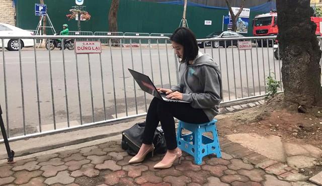 Dàn phóng viên Hàn Quốc và Nhật Bản bỗng dưng nổi tiếng trên mạng xã hội khi tác nghiệp tại hội nghị thượng đỉnh Mỹ - Triều - Ảnh 15.